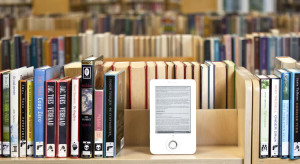 ereader library 300x164 eReader vs. Text Book: Which is a Better Aid to Learning?